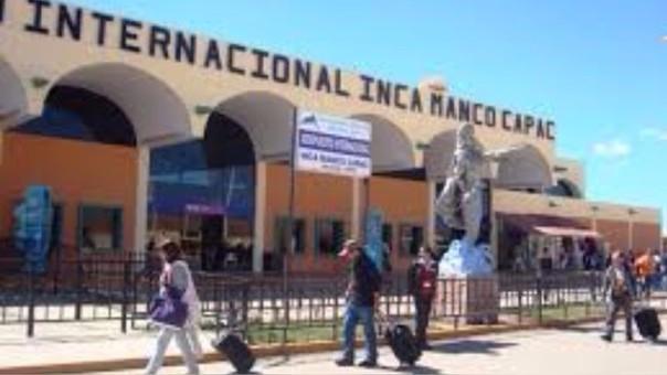 Protestas del Sutep obligaron a que no salgan los vuelos programados.