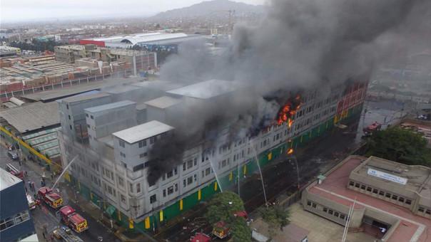 El incendio en las galerías Nicolini dejó dos personas fallecidas.