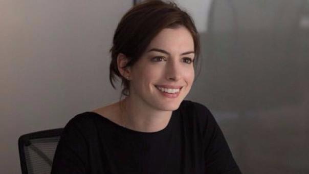 Anne Hathaway se encuentra negociando el protagónico de la cinta sobre Barbie a cargo de Sony Pictures.