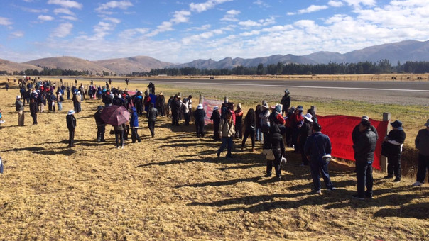 Profesores del Sutep intentan tomar aeropuerto — Ayacucho