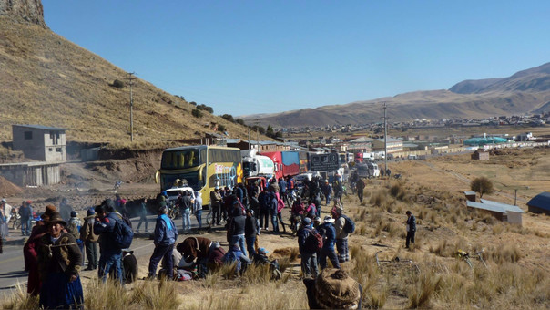 Pasajeros se buses y turistas fueron los más perjudicados con medida de lucha.