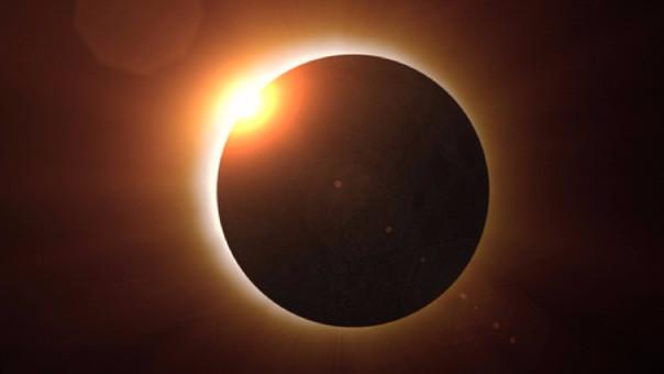 Por cerca de una hora y media se podrá apreciar el eclipse en norteamérica.
