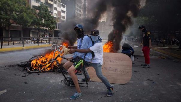 La crisis en Venezuela se ha agravado y ya hay más de un centenar de muertos por protestas.
