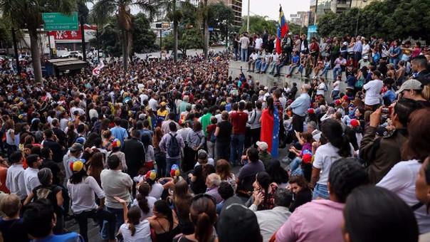 Manifestantes protestan contra el Gobierno de Maduro en Caracas.