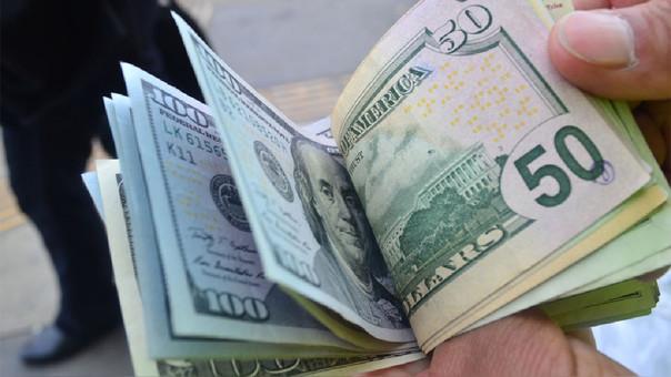 Tipo de cambio del dólar cae a mínimos de más de cuatro meses.