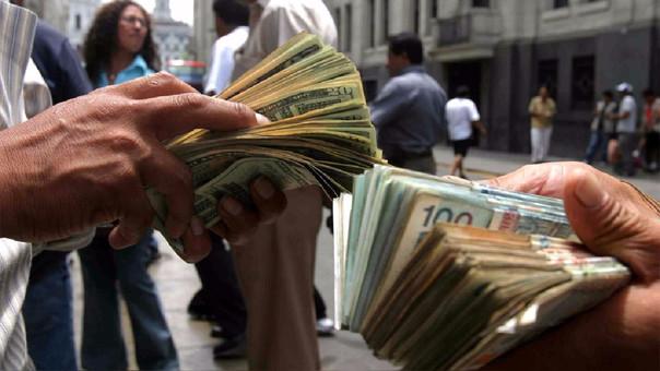 Dólar cierra estable esta martes en S/ 3.241.