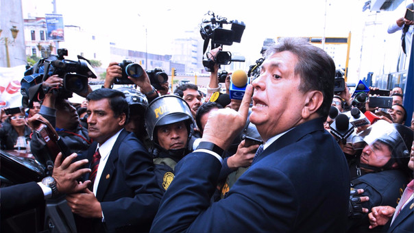 Alan García a su salida del Ministerio Público, este lunes 1 de agosto.