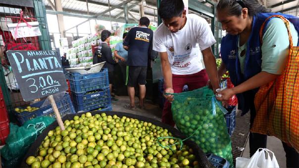 El limón fue uno de los alimentos que más subió de precio en el mes de julio, informó el INEI.