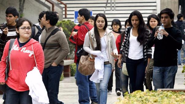 Más de las dos terceras partes de los jóvenes peruano encuentra trabajo solo en los sectores informales.