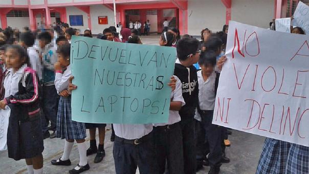Niños protestando