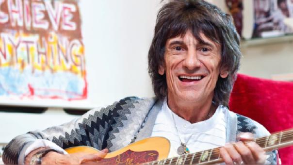 Ronnie Wood, guitarrista de The Rolling Stones, contó su experiencia al ser diagnosticado de cáncer al pulmón hace unos meses.