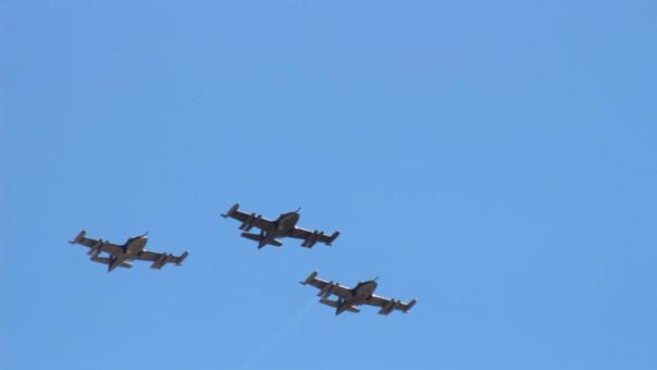 Aviones de combate en festival aerodeportivo