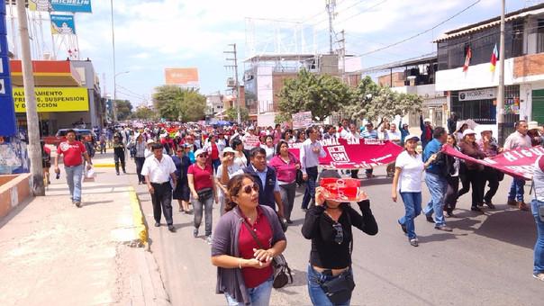 Docentes de Piura marcharon a la Dirección Regional de Educación.