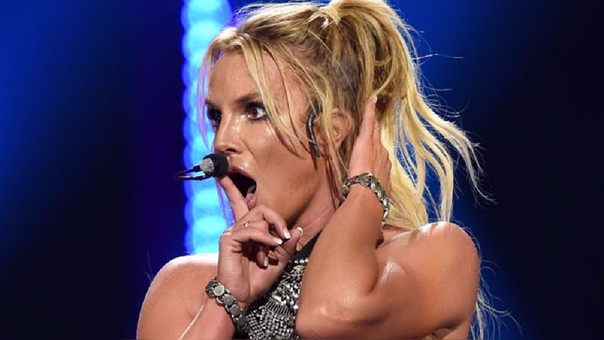 Britney Spears vive momentos de pánico con fan que invadió escenario
