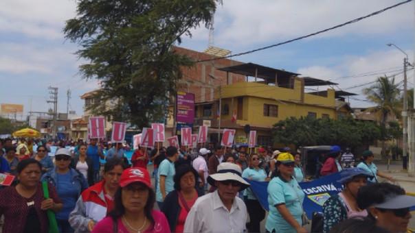 Docentes de Huarmaca se trasladaron a la ciudad de Piura para movilizarse.