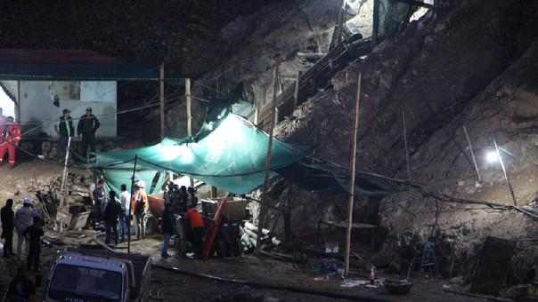Mineros permanecen atrapados