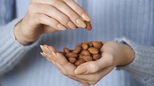 cuantas porciones de nueces al dia