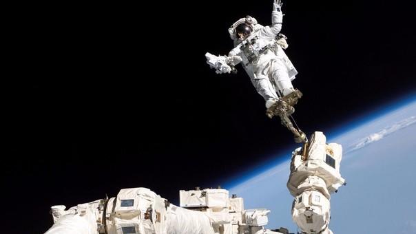 En 2014, los astronautas rusos Alexander Skvortsov y Oleg Artemiev salieron a instalar una antena y desplazar un brazo de carga.
