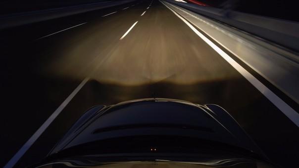 luces en las carreteras