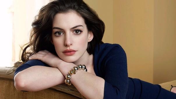 Publican fotos de Anne Hathaway y Adam Shulman desnudos