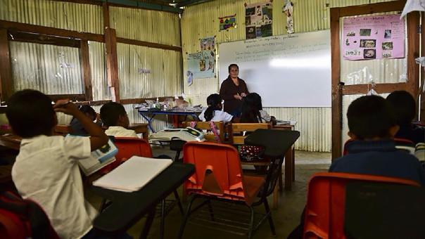 En América Latina, Chile y Uruguay son dos de los países que más pagan a sus profesores mensualmente.
