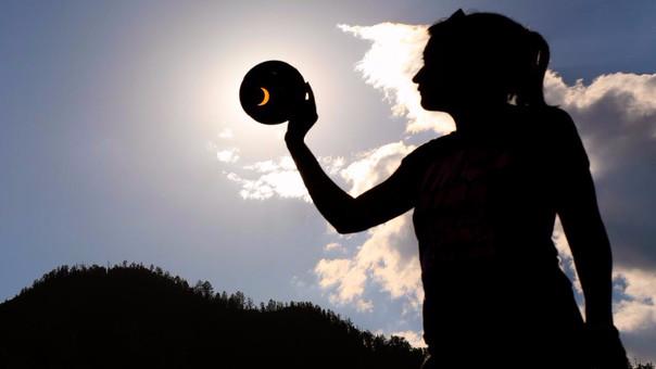 Es recomendable el uso de lentes solares para ver el eclipse.