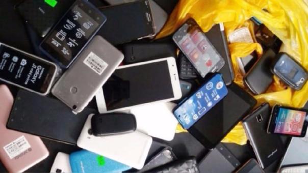 En total, 311 celulares fueron identificados y decomisados por la Policía Nacional.