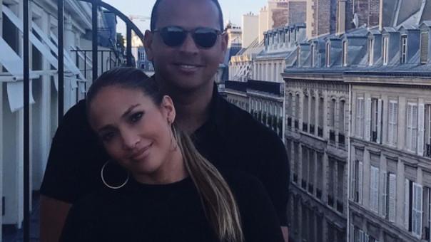JLo. y Alex Rodríguez donan 50 mil dólares