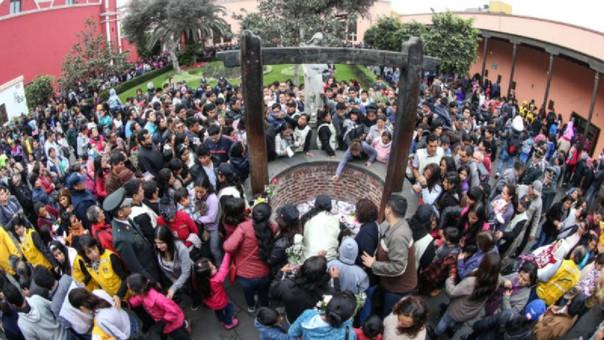 Miles de fieles acuden año a año al Santuario de Santa Rosa de Lima para rendir homenaje y dejar su carta en el pozo de los deseos.