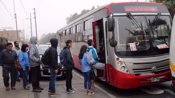 Los vehículos del Corredor Rojo que van por todo Javier Prado funcionarán hasta la 1 de la madrugada.
