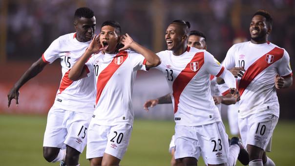 Perú vs. Bolivia   Edison Flores y Christian Cueva marcaron los golazos de Perú para el 2-1 final.