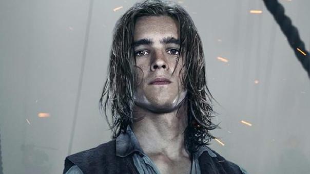Brenton Thwaites, actor de la saga Piratas del Caribe, dará vida a Robin o Nightwing en la serie live- action Titans.