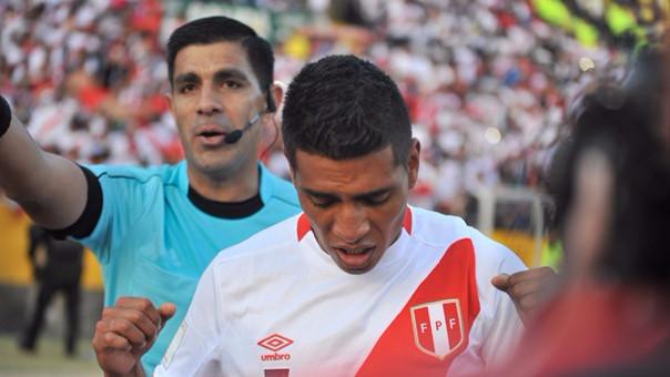 Paolo Hurtado celebrando el gol a Ecuador.