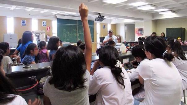El proyecto busca formar niñas en el mundo de la ciencia.