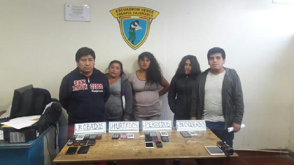 Policía interviene a 5 personas con 24 celulares robados