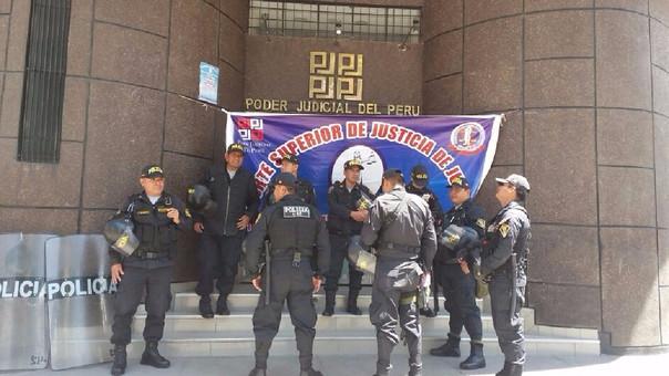 Trabajadores del Poder Judicial y Ministerio Público realizan protesta — Chiclayo