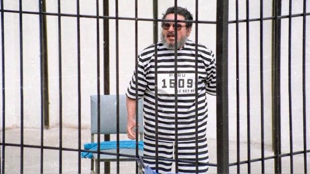 Abimael Guzmán durante su presentación a la prensa tras su arresto en 1992.