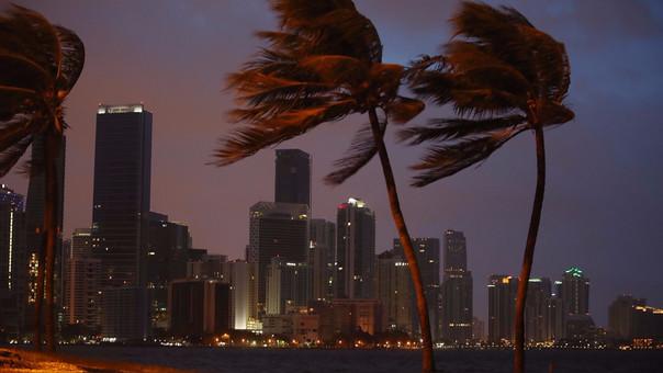 Más de seis millones de habitantes desplazados — Irma golpea Florida