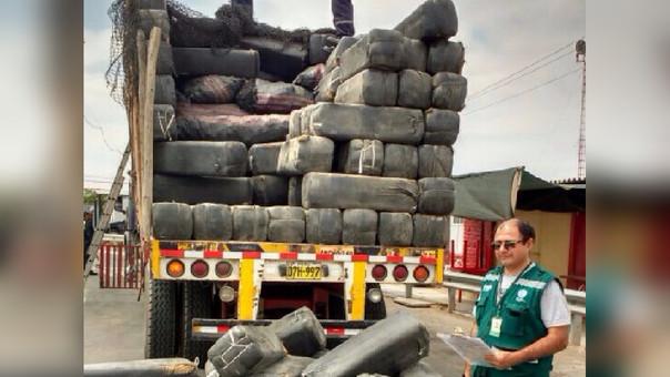 Camión con carbón