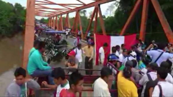 Bloqueo de la vía Tarapoto - Yurimaguas, a la altura del puente Shanusi.