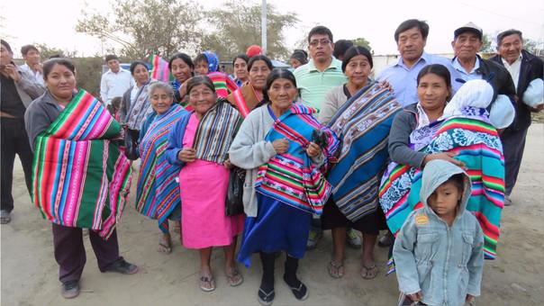 Donan ropa de abrigo a familias afectadas por lluvias