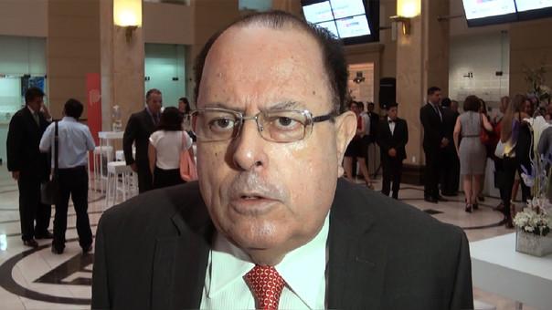 El peor escenario para la economía peruana sería la disolución del Congreso e ir a nuevas elecciones, afirmó Julio Velarde, presidente de Banco Central de Reserva.