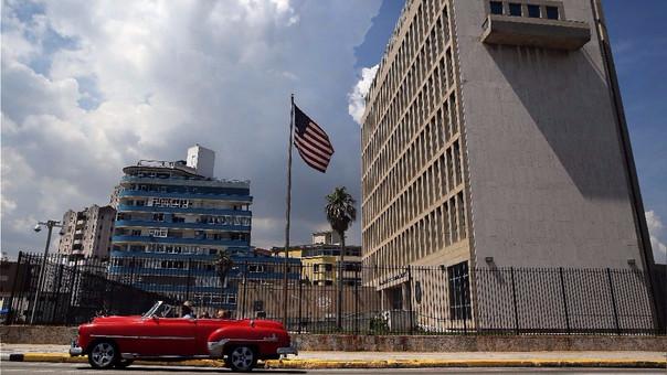 Los ataques se sintieron en la embajada de EE.UU. en Cuba (foto) y en un hotel cercano.