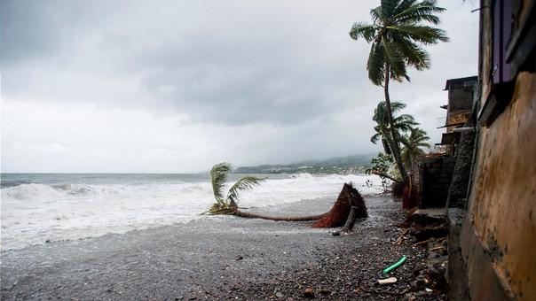 Efectos del huracán María en la isla francesa de Guadalupe.