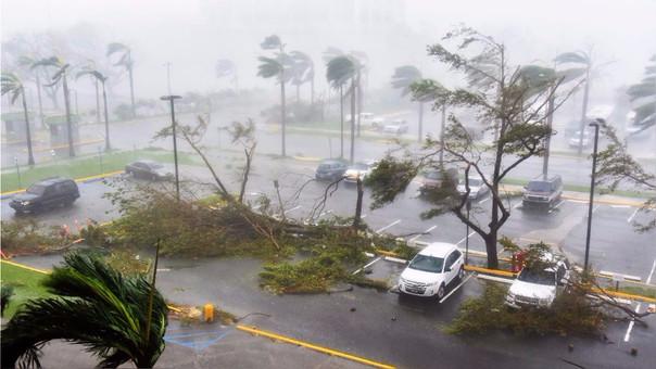 Effectos del huracán en un estacionamiento en San Juan, capital de Puerto Rico.