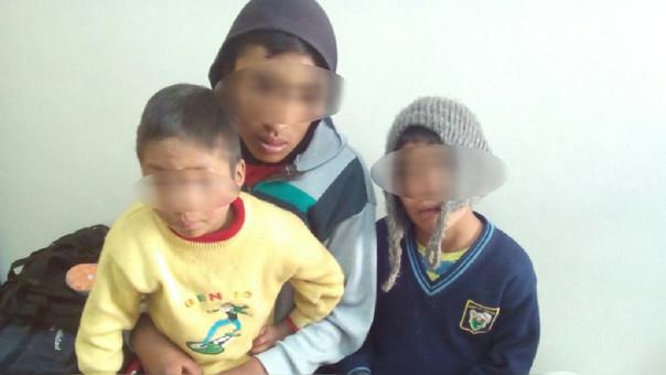 Niños abandonados tras muerte de su madre