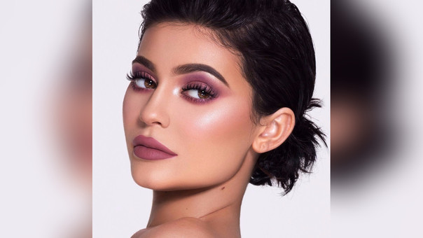 De acuerdo con el portal de noticias TMZ, la hija menor de Caitlyn Jenner y Kris Jenner, Kylie se encuentra en la dulce espera de su primer hijo junto a su novio, el rapero Travis Scott.