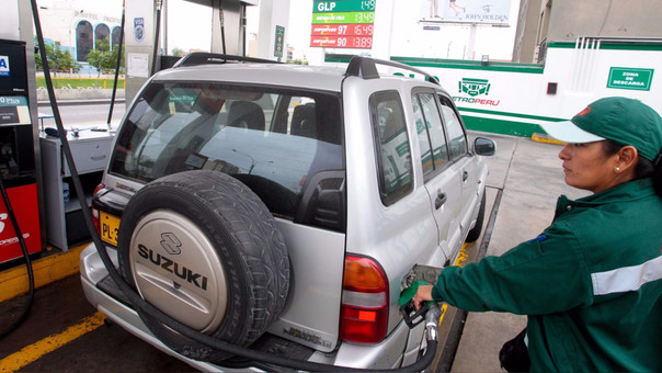 Los nuevos precios de los combustibles de las refinerías están en vigencia desde el 27 de setiembre, según la asociación de consumidores.