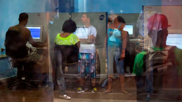 El acceso a Internet para el cubano promedio es limitado.