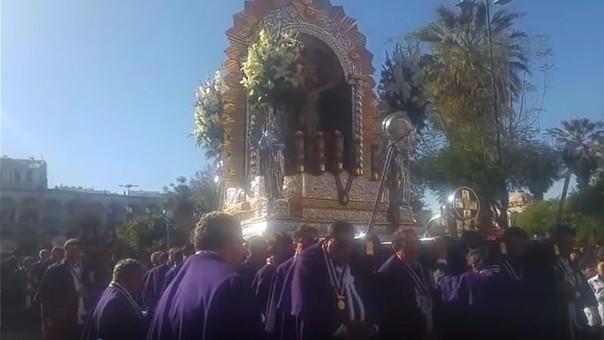 Procesión del Señor de los Milagros en Arequipa.